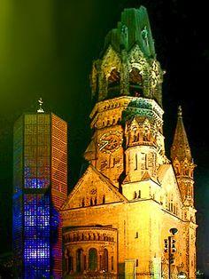 'Berlin bei Nacht: Kaiser-Wilhelm-Gedächtniskirche' von Dirk h. Wendt bei artflakes.com als Poster oder Kunstdruck $18.03