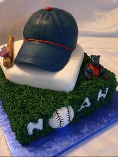 Celebrate America's pastime with cake! Baseball hats, gloves, balls and even stadiums make some of our favorite baseball cakes. Pretty Cakes, Beautiful Cakes, Amazing Cakes, Baby Shower Cakes, Baby Boy Shower, Soccer Cake, Baseball Cakes, Baseball Birthday, Baseball Party