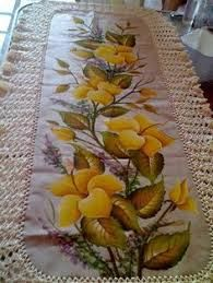 Discover thousands of images about Virginia Reynoso Fabric Painting, Fabric Art, Designer Bed Sheets, Watercolor Flowers Tutorial, Fabric Paint Designs, Diy And Crafts, Arts And Crafts, Victorian Art, Crochet Flowers
