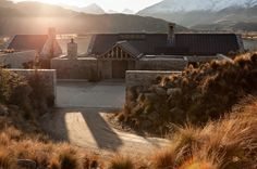 Central Otago House is a traditional mountain refuge designed by New Zealand studio Sumich Chaplin Architects. This mountain house is . Stone Cottages, Stone Houses, Modern Barn House, Central Otago, Courtyard House, Rustic Contemporary, Residential Architecture, Modern Architecture, Beautiful Homes