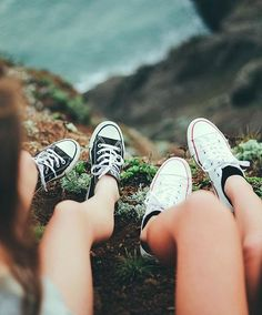 Picture by I basically only wear converse We should do this, get yourself some converse – Best Friends Forever Artsy Photos, Cute Photos, Best Friend Photography, Bff Pictures, Bff Pics, Amazing Pictures, Random Pictures, Best Friend Pictures, Friend Pics