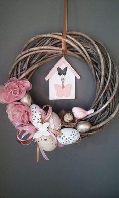 Easter home decoration ideas to make your happy 30 Diy Spring Wreath, Spring Crafts, Holiday Crafts, Easter Projects, Easter Crafts, Wreath Crafts, Diy Wreath, Diy Osterschmuck, Easter Flower Arrangements