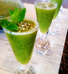Green Apple Baby: Detox Smoothie and Lemon Rosemary Roasted Chickpeas Smoothie Drinks, Detox Drinks, Smoothie Recipes, Clean Eating Recipes, Raw Food Recipes, Healthy Recipes, Eating Healthy, Healthy Foods, Apple Smoothies