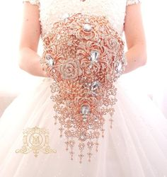 Rose gold BROOCH BOUQUET in waterfall cascading teardrop gold Great Gatsby style, jeweled with rose design brooches for wedding Wedding Brooch Bouquets, Flower Bouquet Wedding, Rose Wedding, Bling Wedding, Purple Wedding, Broschen Bouquets, Purple Bouquets, Peonies Bouquet, Pink Bouquet