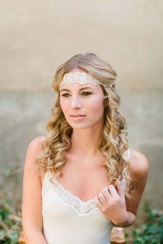 Trendige Hochzeitsfrisuren für romantische Sommerhochzeiten PASTELLGESCHICHTEN http://www.hochzeitswahn.de/hochzeitstrends/trendige-hochzeitsfrisuren-fuer-romantische-sommerhochzeiten/ #bride #hair #hairstyle