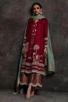 Ideas For Backyard Wedding Dress Clothes Pakistani Dress Design, Pakistani Outfits, Indian Outfits, Bridal Outfits, Dress Outfits, Fashion Dresses, Dresses Dresses, Party Dresses, Evening Dresses