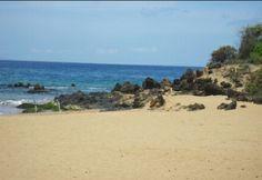 Po'olenalena Beach: Mr & Mrs!