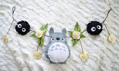 can do for back of makeup chair or on top of mirror! Totoro Nursery, Geek Crafts, Cute Crafts, Sewing Crafts, Sewing Projects, Anime Crafts, Felt Patterns, Felt Diy, Felt Ornaments