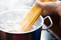 Facciamo un sacco di errori cuocendo la pasta