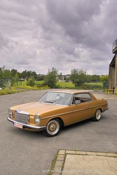 Oldie & Goldie: Mercedes 280 CE 72 dash-eight as an automotive gem – car of the week - Vintage and Retro Cars Mercedes 280 Ce, Mercedes W114, Mercedes Benz Germany, Mercedes Car, Gem Cars, Mercedez Benz, Daimler Benz, Classic Mercedes, Retro Cars