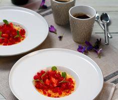 Crème brûlée med kaffesmak, rabarber-is och bär | Recept ICA.se