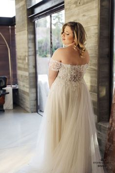 Plus size wedding gowns- Curvy Babe Wedding Gown wedding gown rental Vintage Wedding Guest Dresses, Gold Wedding Gowns, Plus Size Wedding Gowns, Elegant Wedding Gowns, Couture Wedding Gowns, Country Wedding Dresses, Wedding Dress Styles, Plus Size Dresses, Tulle Wedding