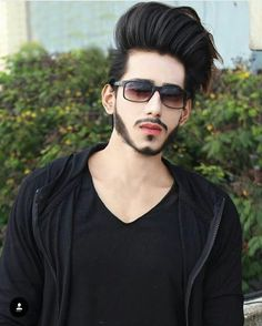 Mens Hairstyles Fade, Cool Hairstyles For Men, Classic Hairstyles, Haircuts For Men, Stylish Girl Pic, Stylish Boys, Beard Styles For Men, Hair And Beard Styles, Male Models Poses