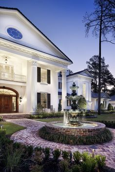 """""""Traditional southern"""" in Mississippi. Jauregui Architecture and Construction."""