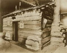 Abraham Lincoln's childhood home (Lincoln log cabin in Lincoln Museum) on display at the 1904 World's Fair. I would add: The actual cabin was lost and did not get back to the Lincoln Log Cabin State Park. (Near Charleston, IL. The one there is a replica. American Presidents, American Civil War, American History, History Facts, World History, Abraham Lincoln Childhood, Mary Todd Lincoln, Presidential History, Interesting History