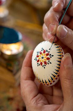 Alte traditionelle Handwerk Berufe – Johannes Geyer Old traditional craft professions – Johannes Geyer Egg Crafts, Easter Crafts, Holiday Crafts, Diy And Crafts, Arts And Crafts, Mandala Painted Rocks, Carved Eggs, Ukrainian Easter Eggs, Mason Jars