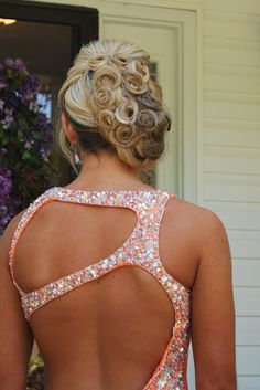 Prom Hair ; This looks like it would take a reeeeeeeally long time, but I feel like it would go really very well with my dress.