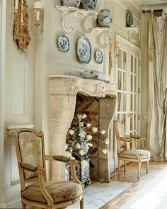 Love the arrangement over fireplace
