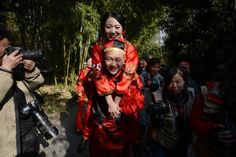 Newly-married couples attend a group wedding ceremony in Yangzhou, east China's Jiangsu Province, Jan. 1, 2014. Altogether 13 newly-wed couples took part in a group wedding of traditional style at Geyuan Garden in Yangzhou on the first day of 2014.