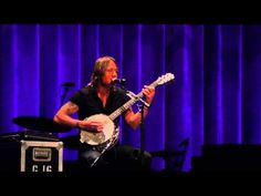 Keith Urban acoustic at The Ryman - YouTube ...pinned this before I think but oh well :P