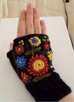 makinology:  fingerless gloves with embroidery … ~ pattern...