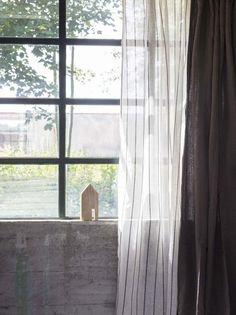 Combineer vitrage met verduisterende gordijnen. #wooninspiratie #raambekleding #karwei