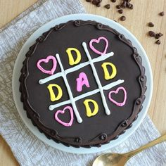 25 Coolest Fathers day cake to make for your superhero this father's day. The list has cakes ideas to suit any baking level. Diy Father's Day Gifts From Baby, Cake Decorating Videos, Decorating Ideas, Wolf Cake, Dairy Queen Cake, Beer Mug Cake, One Tier Cake, Burger Cake, Fiesta Cake