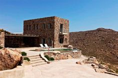 House in Míkonos, Greece. Rocky Retreat - Mykonos Private Luxurious Retreat Villa - Great for events  Sea front, Sleeps 24, two Infinity Pools, two BBQs,  200m from famous Agrari beach  Rocky Retreat villa Sea front, Sleeps 24, two Infinity Pools, 2 BBQs,  200m from famous...