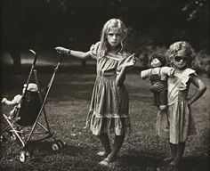 mannequinsvitrine: Sally Mann, The New Mothers, 1989.