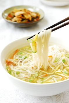Janchi guksu is a simple warm noodle dish made with thin wheat flour noodles (somyeon) that are usually in a clear anchovy or beef broth! Its an easy comfort food thats very popular in Korea. Easy Korean Recipes, Asian Recipes, Healthy Recipes, Ethnic Recipes, Asian Desserts, Healthy Food, Healthy Rice, Indonesian Recipes, Wan Tan