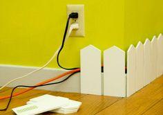 Plinthe pour cacher les câbles électriques  http://www.homelisty.com/cacher-ranger-cables-fils-prises-electriques/