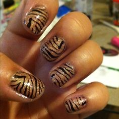 Sparkly tiger nails