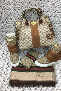 Gucci love - Gucci Purses - Ideas of Gucci Purses - Gucci love Gucci Purses, Purses And Handbags, Gucci Fashion, Fashion Bags, Fashion Handbags, Cute Shoes, Me Too Shoes, Sneakers Fashion, Fashion Shoes