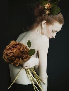 The Italian fashion photographer Monia Merlo Photography Women, Fine Art Photography, Portrait Photography, Fashion Photography, Photography Flowers, Portrait Studio, Photo Portrait, Kreative Portraits, Portrait Inspiration