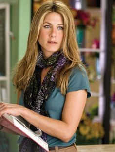 Jennifer Aniston portrays the role of ''Eloise'' in the film ''Love Happens'' ''Η αγάπη θέλει το χρόνο της'', a 2009 American romantic drama movie, music by Christopher Young, distributed by Universal Pictures. Jennifer Aniston Style, Jennifer Aniston Pictures, Justin Theroux, Jeniffer Aniston, John Aniston, Rachel Green, Reese Witherspoon, Work Looks, Nicole Kidman