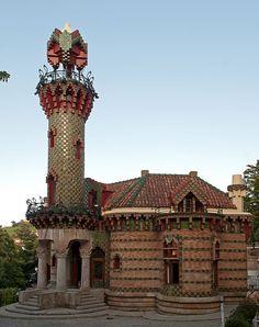 Capricho gaudi 201108 - El Capricho (Gaudí) - Wikipedia, la enciclopedia libre