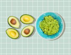 Cover guacamole with a half inch of water when storing in the fridge. When ready to eat drain the water off and give the guacamole a stir. Guacamole Recipe, Avocado Recipes, Avocado Ideas, Dip Recipes, Avocado Spread, Avocado Toast, Smashed Avocado, Food Hacks, Food Tips