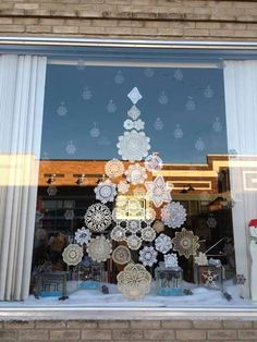 Christmas window decoration ▷ 50 great ideas for decorating your windows! - Christmas window decoration ▷ 50 great ideas for decorating your windows! All Things Christmas, Christmas Holidays, Christmas Crafts, Christmas Tree, Nordic Christmas, Outdoor Christmas, Christmas Ideas, Christmas Ornaments, Christmas Window Decorations