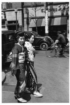 銀座を行く芸者さん、 昭和11年