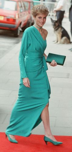 Princess Diana Was the Ultimate Royal Style Icon - Lady Style Princess Diana Dresses, Princess Diana Fashion, Princess Diana Family, Royal Princess, Princess Of Wales, Princess Diana Tiara, Princess Style, Lady Diana Spencer, Spencer Family