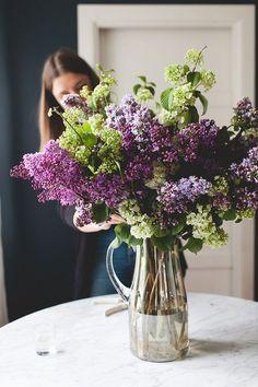 a simple, statement-making lilac bouquet - FLOWERS - nature, plants, flowers, + floral arrangements - Blumen Design Floral, Deco Floral, Tall Flowers, Lilac Flowers, Spring Flowers, Flowers Garden, Diy Flowers, Flower Ideas, Tropical Flowers