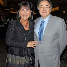 Toronto police announce the homicide unit is taking over the investigation into the mysterious death of Canadian billionaire Barry Sherman and his wife Honey. Homicide Detective, Clinton Foundation, Old Wife, Private Investigator, Great Leaders, Haiti, Bbc News, Billionaire, That Way