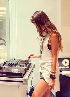 #happy #girl #music #sound #song #track #listening #tune #beat #life #headphones #hearts #love