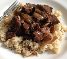 We make a variation of this recipe sans crockpot. taylor made: crockpot red wine beef & onions over brown rice + mushrooms Venison Recipes, Healthy Crockpot Recipes, Meat Recipes, Dinner Recipes, Cooking Recipes, Crockpot Meals, Healthy Meals, Dinner Ideas, Crock Pot Cooking