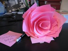 Post-It Rose ~ http://www.curbly.com/users/diy-maven/posts/9642-post-it-rose