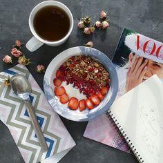 Post workout breakfast with vanilla soy yogurt, strawbs, apple cinnamon granola, pomegranate and @arcticberries cranberries powder