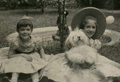 * Marisa et Berry avec Gourou Gourou le chien de Schiaparelli
