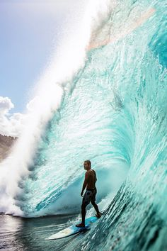 He seems to be thinking a lot of things while chilling above the water. Big Waves, Ocean Waves, Surf Competition, Hawaii, Beach Aesthetic, Surf Style, Sea And Ocean, Surfs Up, Arches