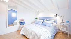 Dormitorio de pareja blanco y azul - Colores