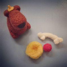 Hier seht ihr meinen ersten #filz Versuch  diesen süßen Hund (noch ohne passende Perlenaugen) habe ich einmal in einer #mollymakes entdeckt  man kann wirklich süße Sachen aus Filz machen! Mehr auf meinem Blog #filzen #diy #doityourself #Hund #selbstgemacht